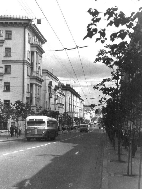 Улица Свердлова, ныне Большая Покровская. Август 1962 года.