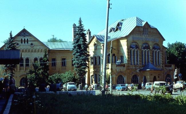 Горький 1981, Дворец пионеров...