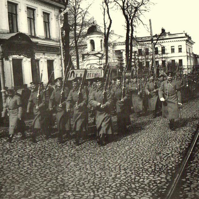 Полки Нижегородского гарнизона на Большой Покровской улице. Фото Д.Н. Смирнова.