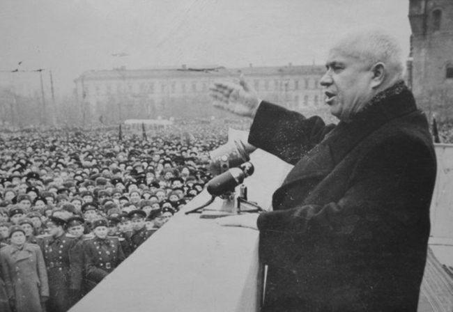 Н. С. Хрущёв на площади Минина во время приезда в Горький.